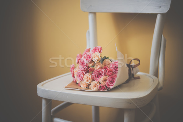 Stockfoto: Rozen · vintage · stoel · boeket · roze · beige
