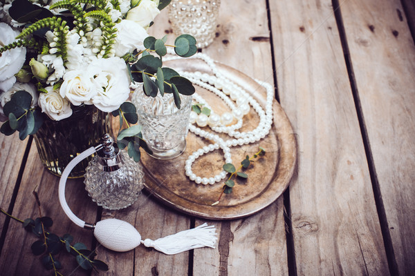 Klasszikus esküvő dekoráció parfüm gyöngy gyöngyök Stock fotó © manera