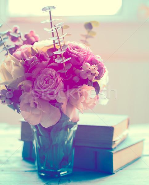 Flores antigua libros elegante ramo rosa Foto stock © manera