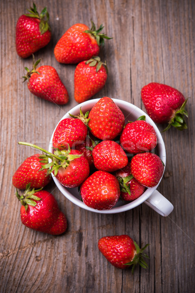 Organique fraises blanche tasse rouge Photo stock © manera