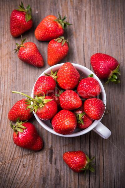 Orgánico fresas blanco taza maduro rojo Foto stock © manera