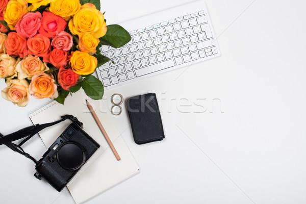 Stock fotó: Nőies · fehér · asztal · munkaterület · startup · rózsák
