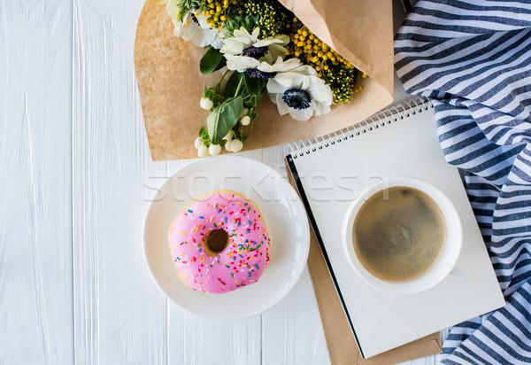 Сток-фото: кофе · пончик · свежие · цветы · Кубок · белый