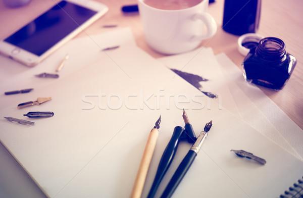 Foto stock: Papel · nosso · caligrafia · canetas · oficina · detalhes