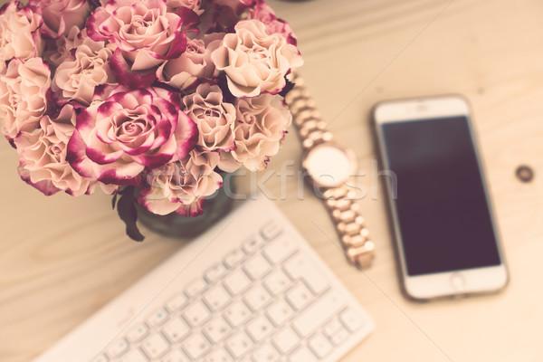 женщину служба таблице цветы клавиатура Сток-фото © manera