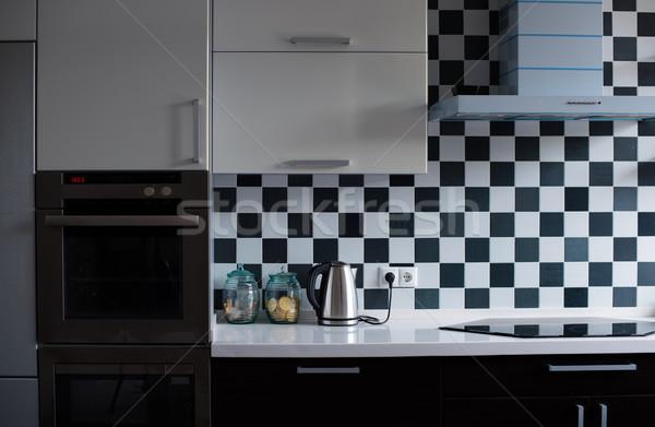Foto d'archivio: Interni · moderno · cucina · bianco · nero · primo · piano · casa