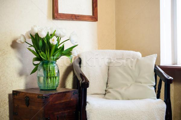 Domu wnętrza vintage krzesło poduszkę bukiet Zdjęcia stock © manera