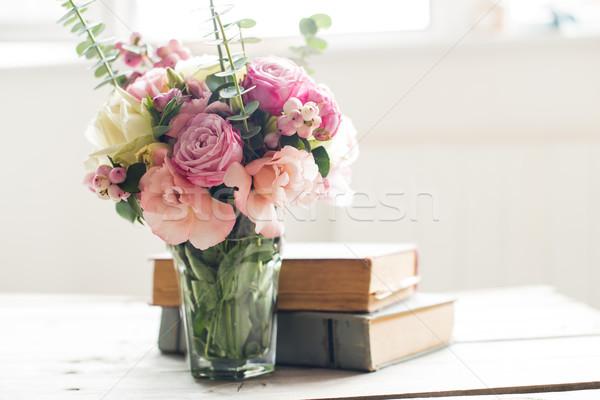 Foto stock: Flores · antigo · livros · elegante · buquê · rosa