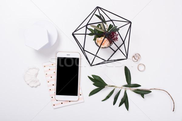 Vrouwelijk smartphone witte kantoor aan huis Stockfoto © manera