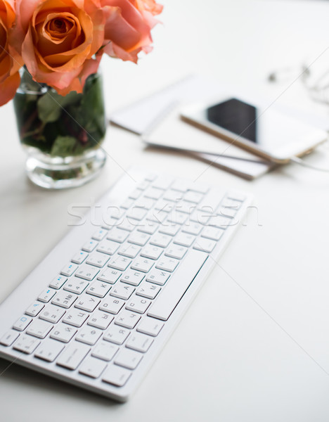 現代 工作區 光明 白 辦公室 表 商業照片 © manera