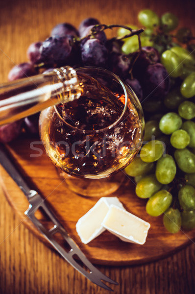 Brandy verre raisins brie couteau bord Photo stock © manera