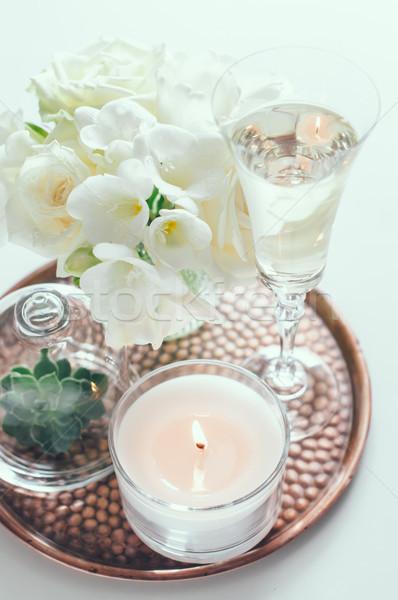 Esküvő lakberendezés virágcsokor fehér virágok váza gyertyák Stock fotó © manera