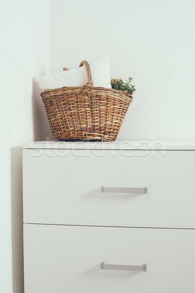 Casa interior decoración cesta almohada Foto stock © manera