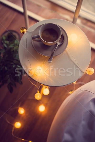 Kubek kawy ciepły christmas światła tabeli Zdjęcia stock © manera