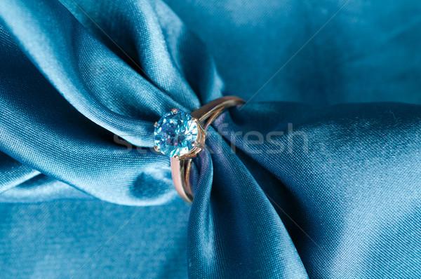 Gyűrű drágakő arany eljegyzési gyűrű selyem szövet Stock fotó © manera