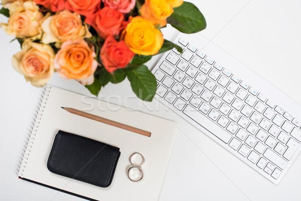 Stock fotó: Nőies · fehér · asztal · munkaterület · virágok · startup