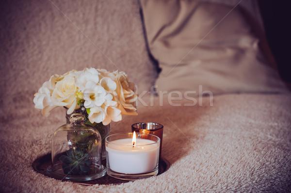 Lakberendezés kanapé virágcsokor fehér virágok váza gyertyák Stock fotó © manera