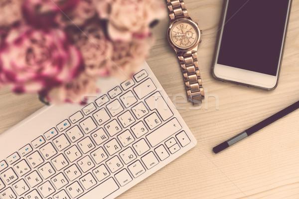 Mulher escritório tabela flores teclado Foto stock © manera