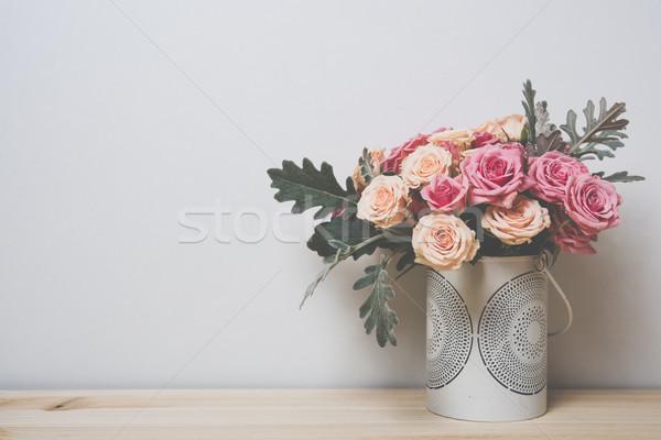 Rózsaszín bézs rózsák virágcsokor dekoratív váza Stock fotó © manera