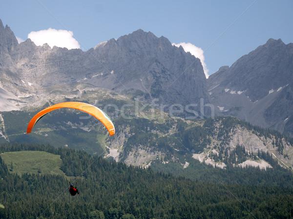 Siklórepülés hegyek Ausztria hegy jókedv légy Stock fotó © manfredxy