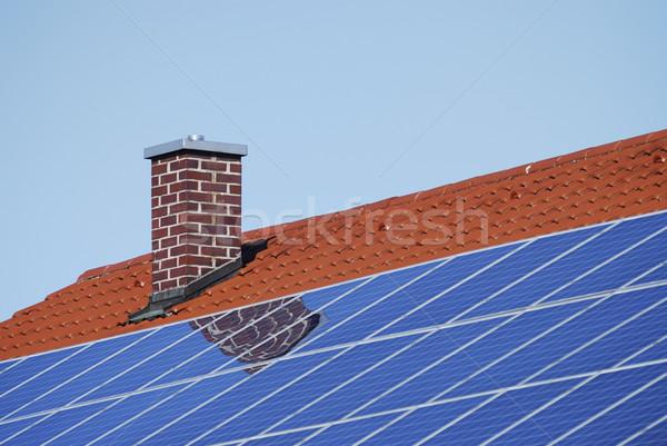 屋根 太陽光発電 タイル張りの 空 家 環境 ストックフォト © manfredxy