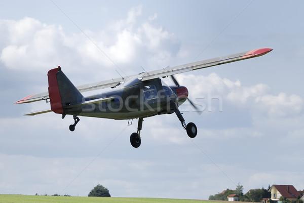 Stockfoto: Vliegen · vliegtuigen · af · wolken · vliegtuig