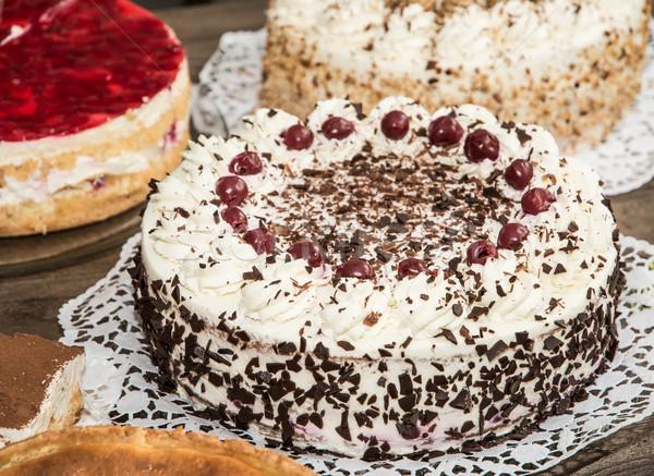 Cake buffet verjaardagsfeest voedsel vruchten dessert Stockfoto © manfredxy