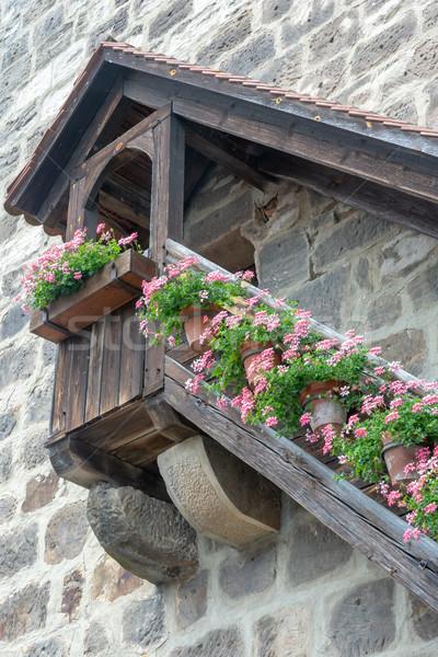 Középkori fából készült lépcsősor virág rózsaszín virág virágok Stock fotó © manfredxy