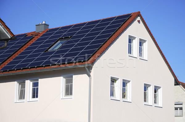 Zöld energia fotovoltaikus tető ház elektromosság környezet Stock fotó © manfredxy