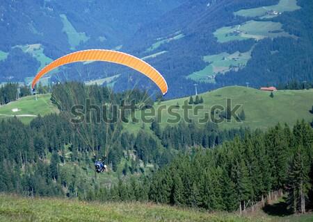 Siklórepülés hegy jókedv hegyek légy szabad Stock fotó © manfredxy