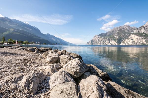 Gardasee Felsen Küste Wasser blau Berge Stock foto © manfredxy