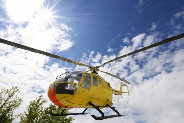 Ratowania śmigłowca żółty medycznych pływające powyżej Zdjęcia stock © manfredxy