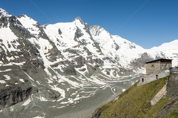 Alpine maison groupe montagnes printemps paysage Photo stock © manfredxy