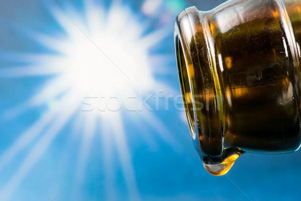 Laatste drop lege bierfles zon hemel Stockfoto © manfredxy