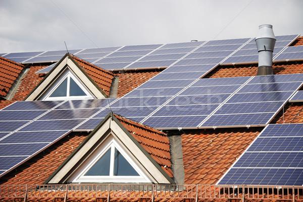 Energía fotovoltaica techo casa medio ambiente solar Foto stock © manfredxy