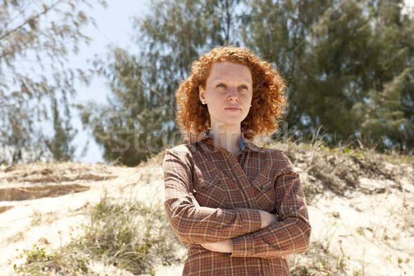 Portret kobieta plaży młoda kobieta charakter Zdjęcia stock © mangostock