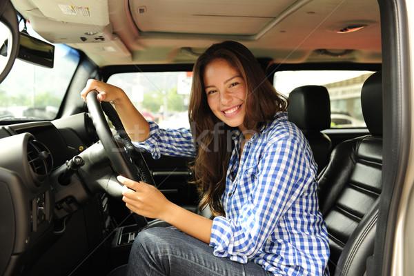 Vrouw rijden nieuwe vrachtwagen auto Stockfoto © mangostock