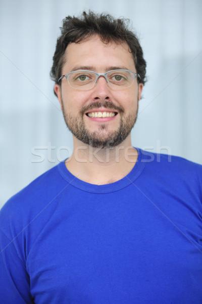 Volwassen man bril baard gelukkig glimlachend Stockfoto © mangostock