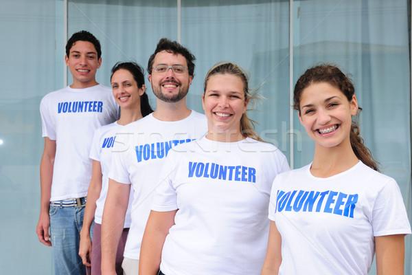 Szczęśliwy wesoły wolontariusz grupy portret różnorodny Zdjęcia stock © mangostock