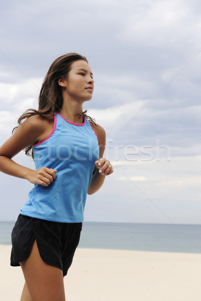 Femme courir plage heureux sport fitness Photo stock © mangostock
