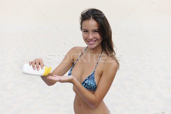 Femme plage souriant fille heureux Photo stock © mangostock