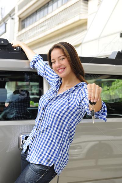 Bogate kobieta klucze nowego samochodu Zdjęcia stock © mangostock