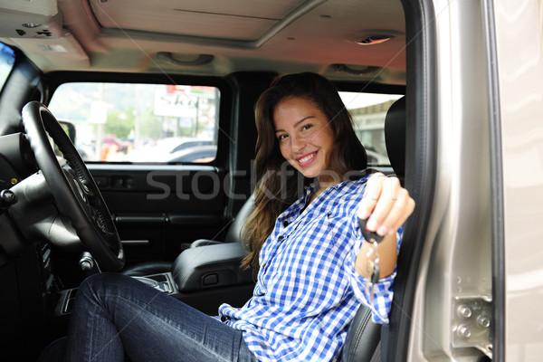 Mujer claves nuevos caro coche Foto stock © mangostock