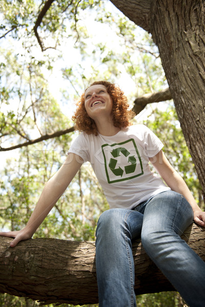 Photo stock: Volontaire · recyclage · tshirt · forêt · heureux · femme