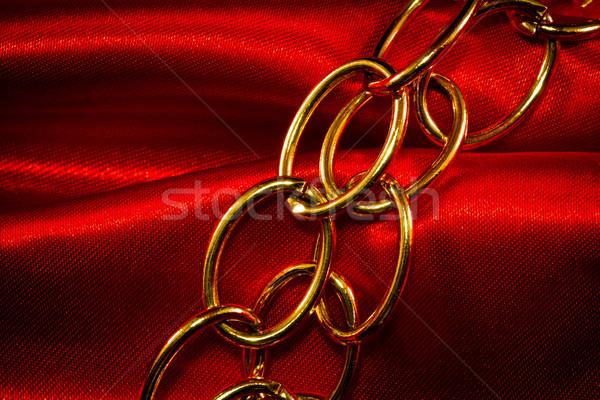 Or chaîne rouge tissu fond métal Photo stock © Marcogovel