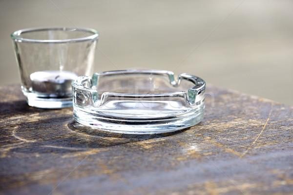 Vazio vidro cinzeiro mesa de madeira Foto stock © marekusz
