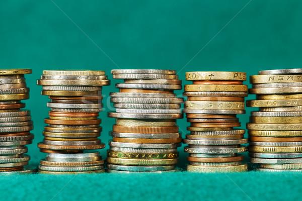 érmék egymásra pakolva öt konzerv zöld szövet Stock fotó © marekusz