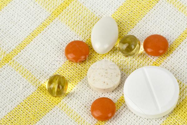 Kevés tabletták előkészített otthon kórház űrlap Stock fotó © marekusz