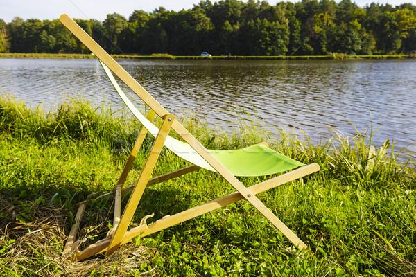 Ligstoel meer lege gras rand hout Stockfoto © marekusz