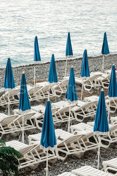 Esernyők part Franciaország vár jobb időjárás Stock fotó © marekusz